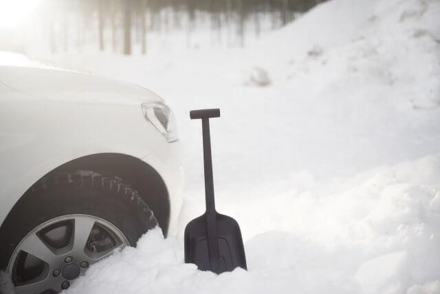 Автомобильные лопаты Fiskars для снега